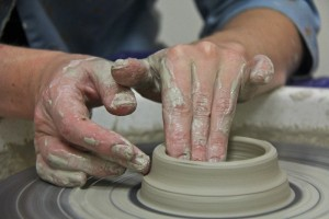 Работа на гончарном круге в гончарной мастерской Nina-potter