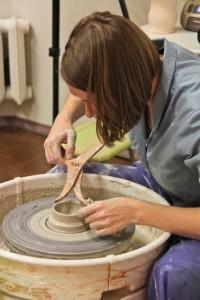 Корректировка чашки на гончарном круге