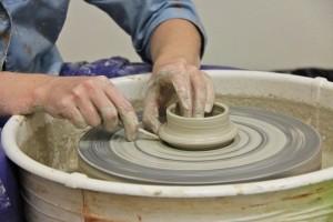 Как работать на гончарном круге?